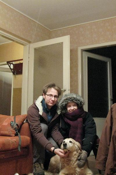Ik, Hanne en Zorka op bezoek in mijn broer zijn nieuwe woning