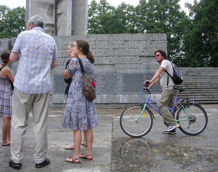 Explaining the history of an excommunistic monument.