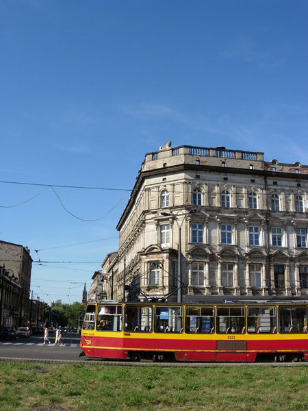 The shaky tram on Plac Wolnosc, excursion.