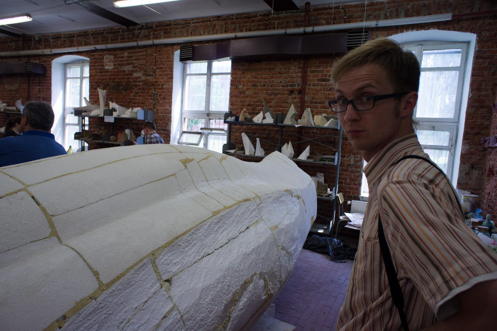 Het groote sculptuur uitgevoerd naar gelijkenis van Bronek zijn klein stuk door de Sculptuur Team van Afdeling Architectuur Technische Uni Lodz