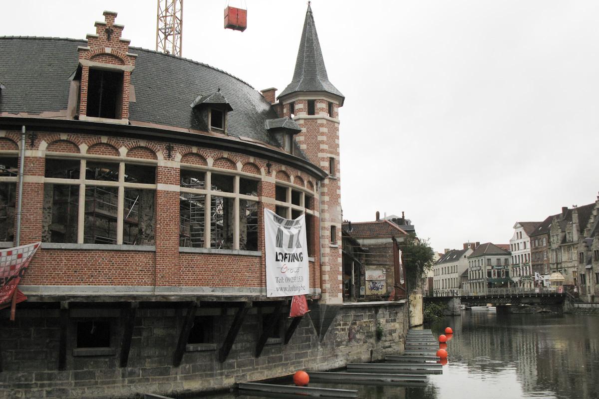 Oude Vismijn nabij Graslei in Gent, België wordt in mei 2010 gerenoveerd.