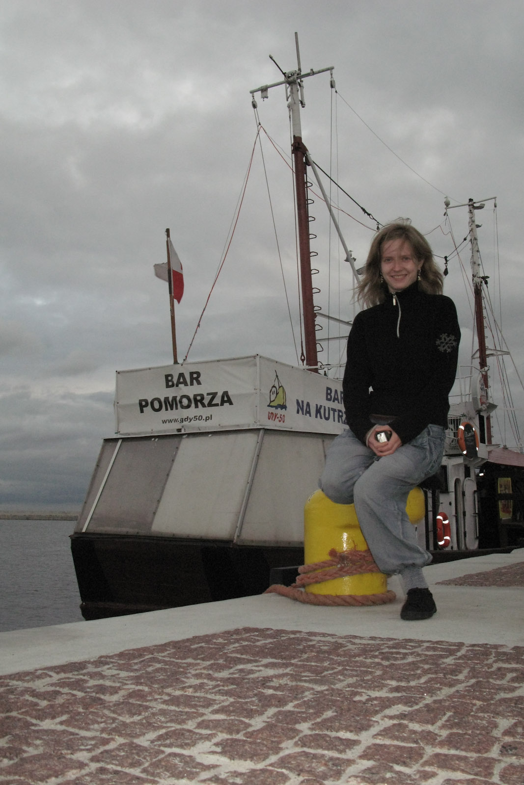 Hanne naast Bar Pomorza (parodie schip afgemeerd naast Dar Pomorza (Gift of The Coast / Pomerania) - vormalig schip van Marine Academy)
